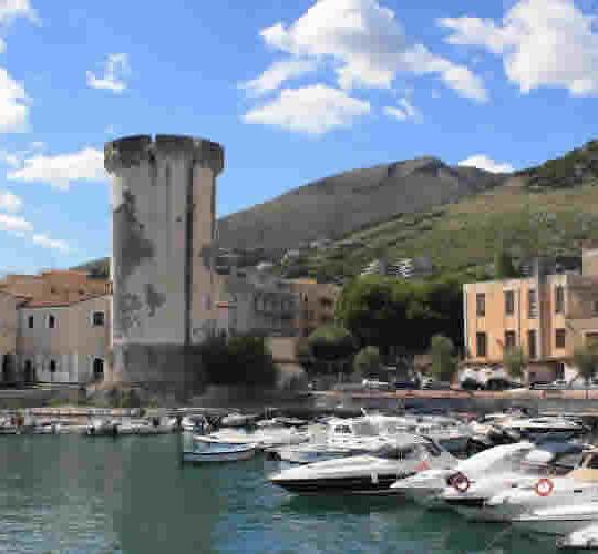 https://www.villaeleonora.com/wp-content/uploads/2016/03/dintorni_grotte-pastena-540x500.jpg